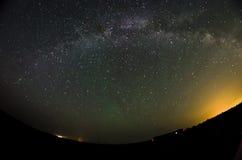 Milkyway y se descolora aurora Foto de archivo libre de regalías