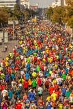 Millares de corredores que participan imágenes de archivo libres de regalías