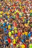 Millares de corredores que participan fotografía de archivo libre de regalías