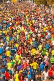 Millares de corredores que participan imagen de archivo libre de regalías