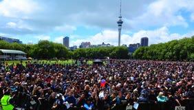 Millares de gente en el parque de Victoria, Auckland Nueva Zelanda Foto de archivo libre de regalías