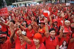 Millares de protesta roja de las camisas en Bangkok Fotos de archivo libres de regalías