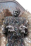 Millares del ángel del cuchillo de cuchillos peligrosos usados para hacer una catedral de Coventry de la estatua imagen de archivo libre de regalías