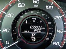 99.999 millas en el odómetro Imagenes de archivo