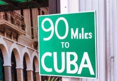 90 millas a la placa de calle famosa de Cuba en Key West, FL Imagen de archivo libre de regalías