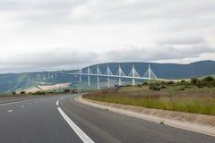 Millau-Brücke in der Abteilung von Aveyron, Frankreich Stockbilder