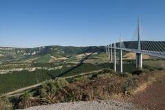 Millauviaduct in zuidelijk Frankrijk op 26 Juni 2015 stock fotografie