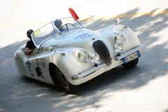 1952年Mille的Miglia捷豹汽车XK 120 OTS跑车 库存照片