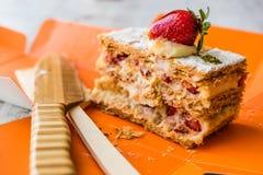 Mille-feuille de souffle de fraise avec la fraise Photo libre de droits