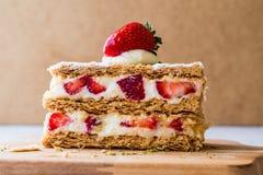 Mille-feuille de souffle de fraise avec la fraise Images libres de droits