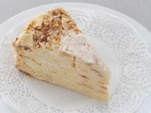 Mille feuille, wielo- płatowaty tort Ptysiowego ciasta tort dekorujący z kruszkami Rosyjski tradycyjny Napoleon deser z dużo wars obrazy royalty free