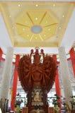 Mille mani Guanyin di legno in tempio cinese, Tailandia Fotografia Stock