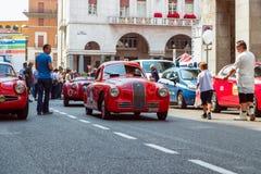 """Mille Miglia historique 1000 milles de course de voiture dans la ville de Brescia Année 1100 historique de FIAT S Berlinetta """"Gab images stock"""