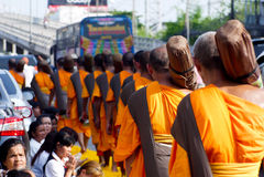 Mille monaci da Wat Phra Dhammakaya Fotografia Stock