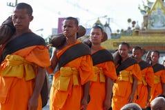 Mille monaci da Wat Phra Dhammakaya Fotografia Stock Libera da Diritti