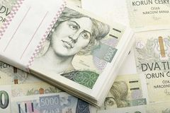 Mille tchèque des billets de banque 5 et 2 couronnes Photographie stock libre de droits