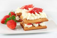 Millefeuille结块用草莓 免版税库存图片
