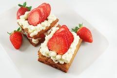 Millefeuille结块用草莓 免版税图库摄影
