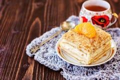 Millefeuille ciasto z filiżanką herbata Obrazy Royalty Free