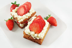 Millefeuille durcit avec la fraise Photographie stock libre de droits