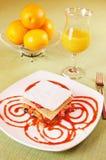 Millefeuille - Gelaagd dessert stock afbeelding