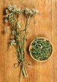 millefoglio Erbe secche Medicina di erbe, fitoterapia medicinale lei Fotografia Stock