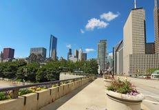 Milleniet parkerar och en partisk horisont av Chicago Fotografering för Bildbyråer