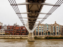 Milleniumbro från flodThemsen, London, UK Royaltyfria Bilder