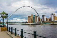 Milleniumbro, siktsform Newcastle på Tyne England UK - 3 Augusti 2016 royaltyfria foton