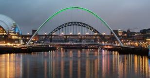 Milleniumbron och Tyne Bridge arkivfoto