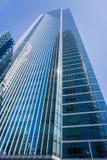 Milleniumtornet fortsätter långsamt för att sjunka och vippa på in mot det nya Salesforce tornet Royaltyfria Foton