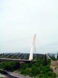 Milleniumupphängningbro över floden Moraca Podgorica Montene Arkivbilder