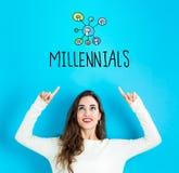 Millennials при молодая женщина смотря вверх стоковые изображения rf