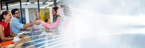 Millennials på affärsmötet med den vita manöverenhetsövergången Fotografering för Bildbyråer