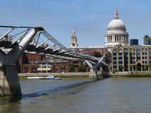 Millennium bridge leading to St Pauls Cathedral Stock Photography