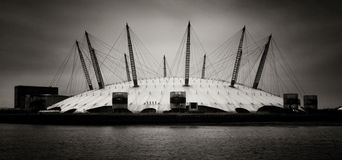 Millennium Dome London. Panorama- av O2 arenaen, London. Arkivfoton