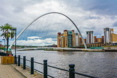 Millenniumbrug, meningsvorm Newcastle op de Tyne Engeland, het UK - 3 Augustus 2016 royalty-vrije stock foto's