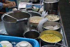 millet et autre de soja ingridient dans le seau Photographie stock libre de droits