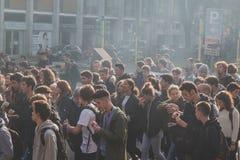 Milliers d'étudiants et de theachers prostesting à Milan, Italie Images stock