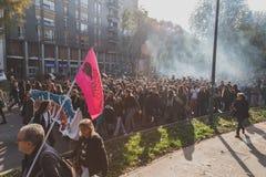 Milliers d'étudiants et de theachers prostesting à Milan, Italie Photos libres de droits