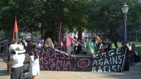 Milliers de personnes sur les rues à protester contre l'atout et le sommet de Poutine à Helsinki, Finlande clips vidéos