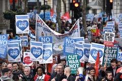 Milliers mars à l'appui de NHS Photos libres de droits