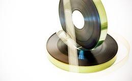 35 millimètres de pellicule cinématographique de bobines de vintage d'effet de couleur sur le blanc Photos stock