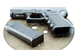 9 millimetrar handeldvapen- och målskytte Arkivfoto