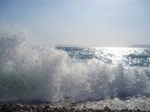 Millions d'eau-baisses dans le ciel sur la plage de l'epi de  de TuÄ Image stock