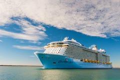 Milliseconde Ovation du bateau de croisière de mers images libres de droits