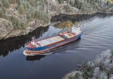 Millivolt Hagland Kapitänsegel durch das Ringdalsfjord lizenzfreies stockfoto
