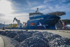 Millivolt-Nordsjönjätten som förtöjas till skeppsdockan på porten av, halden, eller Arkivfoto