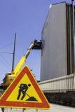 Millo gatakonstnär på arbete i avellino royaltyfria bilder