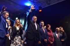 Milorad Dodik hälsar fans i gräns efter möte och folkomröstning Arkivbilder